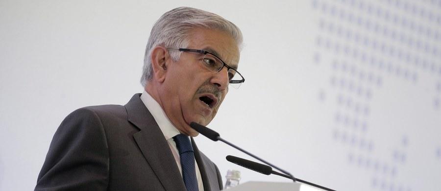 Poważna pomyłka na najwyższych szczeblach władzy. Pakistański minister obrony uwierzył w fałszywą informację, jakoby Izrael groził Pakistanowi bronią nuklearną. Szef resortu z Islamabadu postanowił więc odpowiedzieć, również grożąc atakiem.