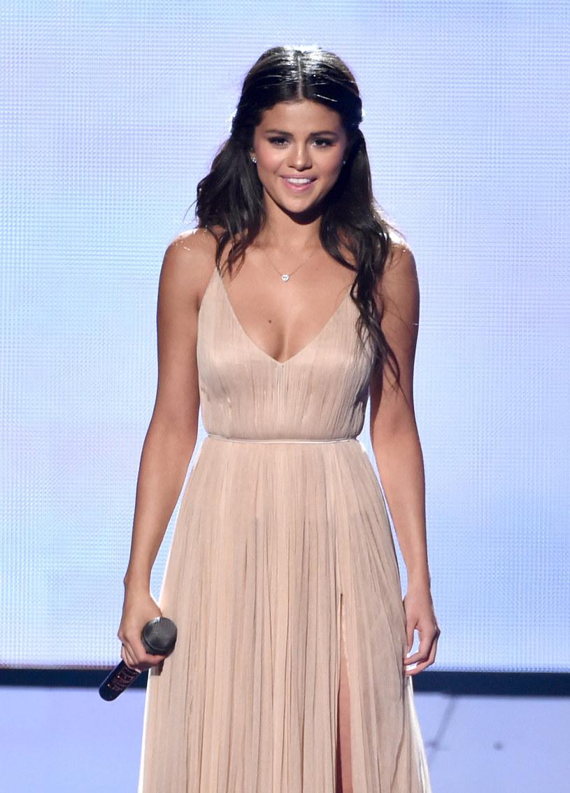 Selena Gomez postanowiła w Wigilię uprzyjemnić czas dzieciom ze szpitala w jej rodzinnym Teksasie, które z powodu choroby nie mogły wrócić na święta do domów.
