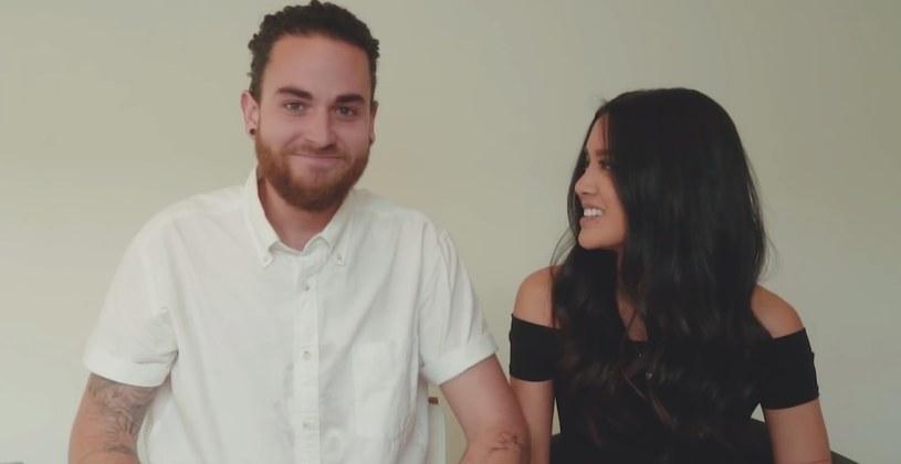 W niespełna dobę od publikacji film autorstwa Michaela i Carissy Alvarado odtworzono w serwisie Youtube ponad 750 tysięcy razy. Duet w 3-minutowym wideo zawarł swoje wersje największych przebojów mijającego roku.