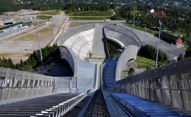 Słynny kompleks sportów zimowych Holmenkollen w Oslo kryje pod skoczniami trasami biegowymi zimnowojenną tajemnicę. Aż do 1986 roku wewnątrz wzgórza istniał najsilniej strzeżony obiekt militarny w Norwegii, centrum dowodzenia NATO w przypadku wojny z ZSRR.