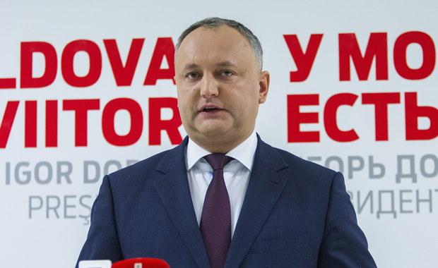 """Nowy prorosyjski prezydent Mołdawii Igor Dodon zdymisjonował ministra obrony Anatola Salaru. Według Dodona, szef resortu """"flirtował z NATO""""."""