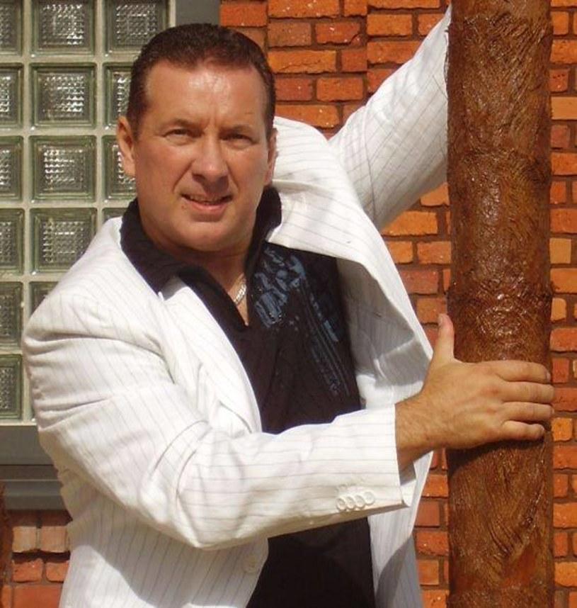 Wciąż trwa zbiórka pieniędzy dla chorego na raka Krzysztofa Rutkowskiego, wokalisty discopolowej grupy Tarzan Boy.