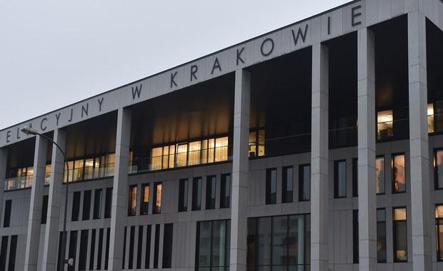 """Będą przeszukania kolejnych sądów na terenie całego kraju w związku z aferą w krakowskim Sądzie Apelacyjnym, gdzie miało dojść do defraudacji 10 milionów złotych - dowiedział się nieoficjalnie reporter RMF FM Patryk Michalski. Wczoraj prokuratorzy zabezpieczyli dokumenty w sądach we Wrocławiu, Kielcach, Nowym Sączu, Tarnowie, Zakopanem, Oświęcimiu i Chrzanowie. Jak informuje CBA: """"niewykluczone są kolejne zatrzymania i zarzuty""""."""