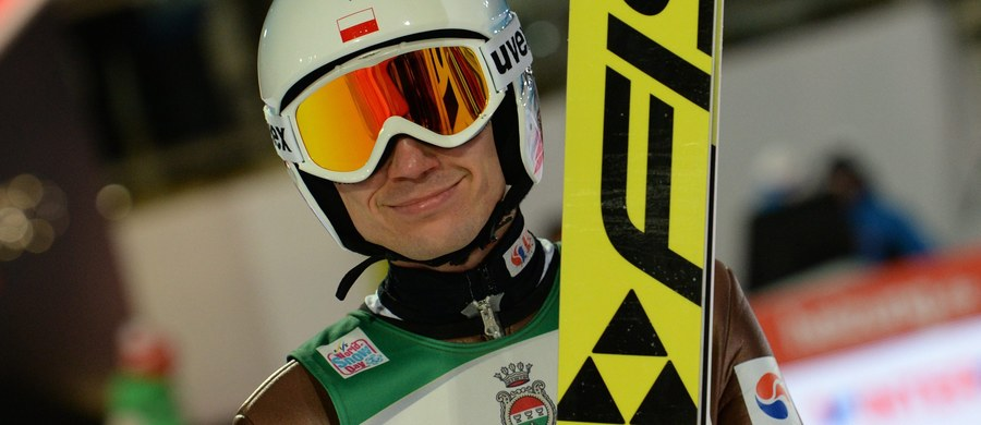 Kamil Stoch zajął drugie, a Maciej Kot - piąte miejsce w kwalifikacjach do pierwszego konkursu Turnieju Czterech Skoczni w Oberstdorfie. Zwyciężył Norweg Daniel Andre Tande. W piątkowych zawodach Polacy wystartują w komplecie.