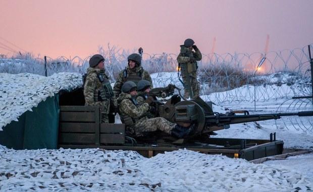 Mimo ustaleń o zawieszeniu broni w konflikcie w Donbasie na wschodzie Ukrainy prorosyjscy separatyści atakowali w pierwszą dobę 2017 roku pozycje ukraińskich sił rządowych - poinformowały w poniedziałek siły zbrojne Ukrainy.