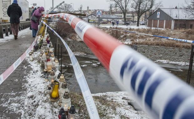 Trzymiesięczny areszt dla 27-letniego Ukraińca, który w sylwestrową noc śmiertelnie potrącił w Jeleniej Górze 14- i 16-latkę. Decyzję sąd podjął w nocy. Późnym wieczorem kierowca terenowego auta usłyszał zarzuty spowodowania śmiertelnego wypadku i jazdy pod wpływem alkoholu.