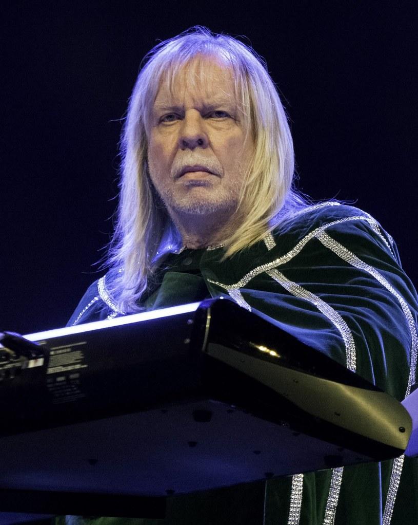 Wieloletni klawiszowiec grupy Yes, Rick Wakeman, zadeklarował, że nie weźmie udziału w ceremonii wprowadzenia tej progrockowej formacji do Rockandrollowego Salonu Sław w 2017 r.
