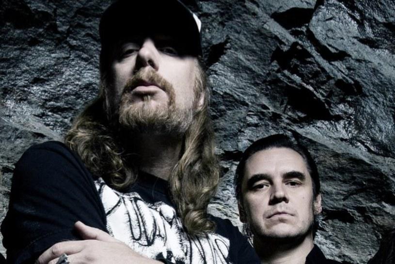 Dwaj członkowie At The Gates oraz zaprzyjaźnieni muzycy ze szwedzkiej sceny powołali do życia nową grupę The Lurking Fear.
