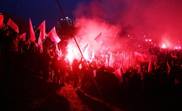 Śledztwo w sprawie spalenia ukraińskiej flagi podczas Marszu Niepodległości w Warszawie najprawdopodobniej zostanie umorzone - ustalił reporter RMF FM. Chodzi o zdarzenie z 11 listopada, sfilmowane, gdy demonstracja przechodziła przez most Poniatowskiego.
