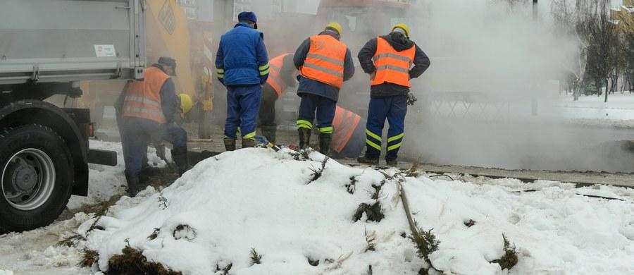 Ok. 35 tys. mieszkańców małopolskiego Chrzanowa miało o poranku problemy z ogrzewaniem mieszkań. Powodem była awaria magistrali ciepłowniczej. Sygnał dostaliśmy od Was na Gorącą Linię RMF FM. Awaria ciepłownicza pojawiła się także w Rybniku - kolejna w ciągu ostatnich dni. Zgodnie z zapewnieniami służb, została usunięta w sobotnie popołudnie.