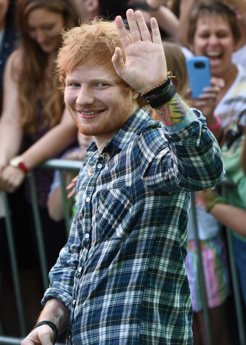 """6 stycznia Ed Sheeran opublikował dwie nowe piosenki  - """"Shape Of You"""" i """"Castle On The Hill"""". Obydwie pobiły w Polsce rekord utworów najczęściej odtwarzanych w ciągu jednego dnia w serwisie Spotify."""