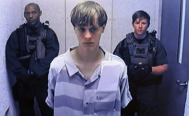 Ława przysięgłych federalnego sądu okręgowego w Charleston w amerykańskiej Karolinie Płd. skazała  22-letniego Dylanna Roofa na karę śmierci za zastrzelenie 9 czarnoskórych parafian w kościele w czerwcu 2015 r. Roof nie wykazał skruchy za swój czyn.