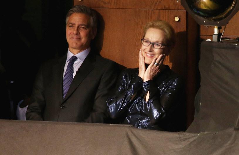 """George Clooney ironicznie skomentował złośliwą wypowiedź Donalda Trumpa dotyczącą Meryl Streep. """"Zawsze to powtarzałem. Możliwe, że ona jest nawet najbardziej przereklamowaną aktorką wszech czasów!"""" - powiedział aktor pytany o słowa prezydenta-elekta, że laureatka trzech Oscarów jest """"przeceniana""""."""