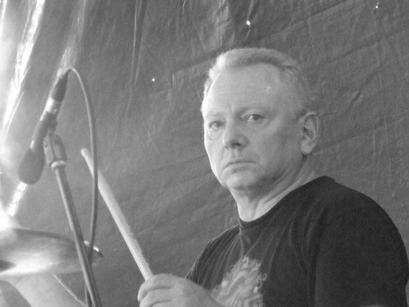 """W czwartek (12 stycznia) zmarł Irek """"Pióro"""" Nowacki, ceniony perkusista związany z wrocławską sceną bluesrockową."""