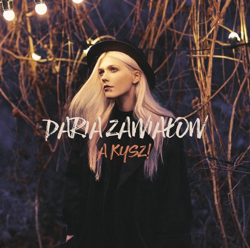 """3 marca na półkach sklepowych pojawi się debiutancki album Darii Zawiałow """"A kysz!""""."""