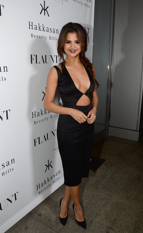Krótko po tym, jak media plotkarskie obiegła informacja na temat romansu Seleny Gomez i The Weeknd, w sieci pojawiło się odważne zdjęcie wokalistki, na którym ma na sobie tylko stringi.