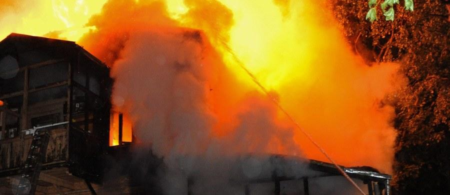 Od czwartku w pożarach zginęły 22 osoby, a 51 zostało rannych. Tylko w sobotę doszło do 243 pożarów, w których 6 osób zginęło, a 13 zostało rannych - poinformował PAP rzecznik Państwowej Straży Pożarnej st. bryg. Paweł Frątczak.