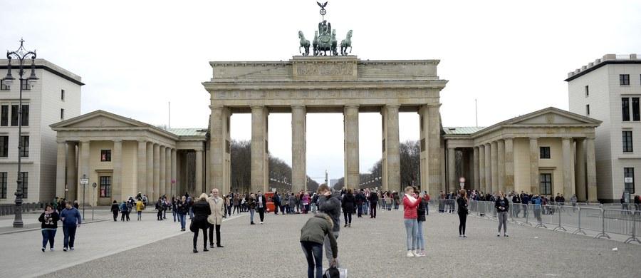 Centralna komisja wyborcza w Niemczech przygotowuje się na próby zakłócania przebiegu i wpływania na wynik wyborów do Bundestagu za pomocą cyberataków i dezinformacji - oświadczył w niedzielę szef komisji Dieter Sarreither.
