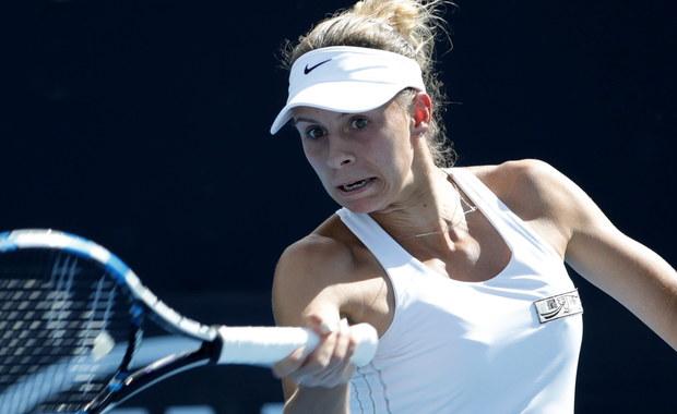 Magda Linette odpadła w pierwszej rundzie singla w wielkoszlemowym turnieju Australian Open na kortach twardych w Melbourne. Polska tenisistka przegrała z Mandy Minellą z Luksemburga 5:7, 4:6.