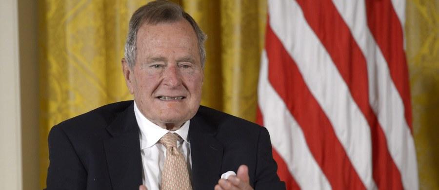 Były prezydent Stanów Zjednoczonych, 92-letni George H.W. Bush, trafił do szpitala w Houston w stanie Teksas - poinformowała szefowa jego biura. Prawdopodobnie za dwa dni zostanie wypisany do domu.