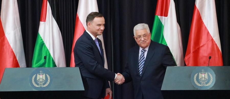Trwały pokój na Bliskim Wschodzie jest możliwy tylko przy dwustronnym porozumieniu między władzami Izraela i Palestyny, bez narzucania obu stronom rozwiązań z zewnątrz - powiedział prezydent Andrzej Duda po spotkaniu z prezydentem Palestyny Mahmudem Abbasem.
