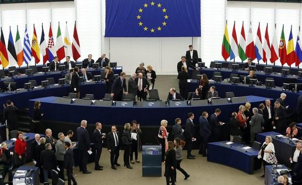"""Bogusław Liberadzki z SLD zdobywając aż 378 głosów odniósł spektakularny sukces. Zapewnił sobie stanowisko drugiego wiceprzewodniczącego PE. PiS utrzymał dotychczasowe stanowiska, natomiast Platforma Obywatelska straciła jeden z najważniejszych """"stołków""""."""