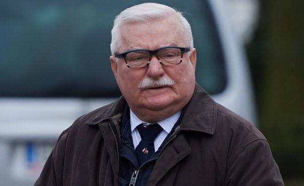 Lech Wałęsa nie wykluczył, że wezwie dawnych działaczy Solidarności, by poparli zmianę działań obecnego związku i naprawę Polski. Ocenił też, że potrzebna jest zmiana rządu, którą powinno poprzedzić referendum z pytaniem, do jakich reform w kraju upoważnia wygrana w wyborach parlamentarnych.