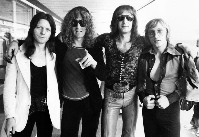 """W wieku 69 lat na raka gardła zmarł Peter Overend Watts, basista brytyjskiej grupy Mott The Hoople, pamiętanej z przeboju """"All The Young Dudes""""."""