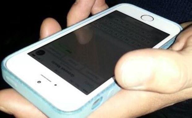 Tysiąc mieszkańców Treviolo na północy Włoch pilnuje miasteczka przed przestępcami za pośrednictwem internetowego komunikatora. Uzbrojeni w smartfony obywatele informują się wzajemnie o podejrzanych osobnikach i dziwnych zachowaniach. Następnie zawiadamiają policję.