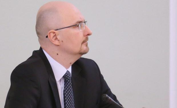 Urząd Komisji Nadzoru Finansowego zrobił wszystko, co mógł zrobić w sprawie Amber Gold, aby zminimalizować liczbę pokrzywdzonych osób - mówił zastępca dyrektora Departamentu Prawnego UKNF Marcin Pachucki przed sejmową komisją śledczą.