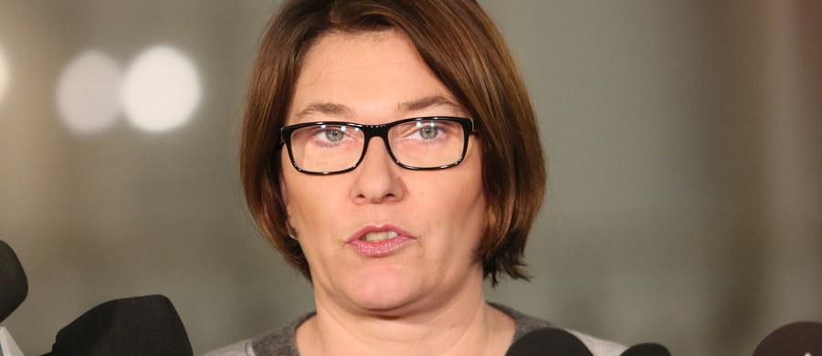 Nie ma mowy o tym, żebyśmy skracali obecną kadencję samorządową - zapewniła rzecznik PiS Beata Mazurek. Zaapelowała do opozycji, by nie wywoływała kolejnego pola konfliktu.