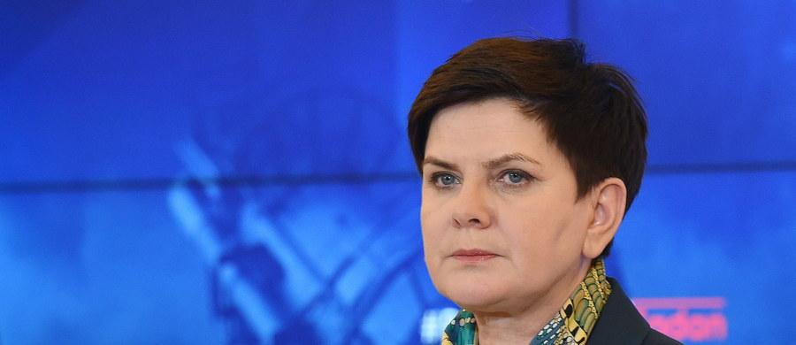 Jeżeli chodzi o używanie samochodów rządowych, wszystkich obowiązują te same zasady i przepisy - powiedziała premier Beata Szydło pytana o wypadek, w którym uczestniczyło auto szefa MON Antoniego Macierewicza.