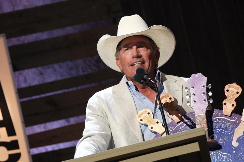 Gwiazdor country George Strait spełni marzenie swojego nastoletniego fana, który traci słuch.