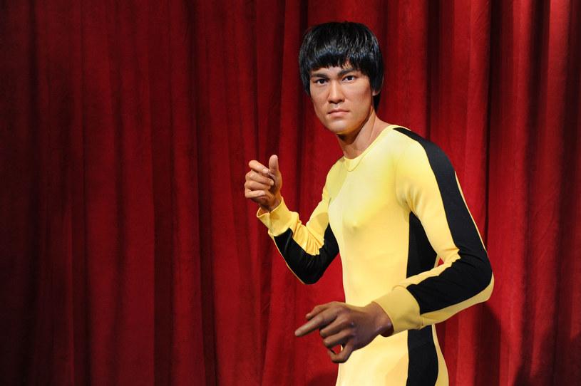 Od jego przedwczesnej śmierci miną w tym roku 44 lata. Okazuje się jednak, że Bruce Lee zdobywa kolejne pokolenia fanów. A dzięki wspomnieniom jego przyjaciół wciąż dowiadujemy się o nim czegoś nowego.
