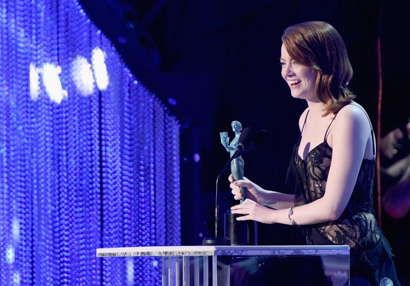 """Film """"Ukryte działania"""" niespodziewanie zdobył w niedzielę, 29 stycznia, nagrodę amerykańskiej Gildii Aktorów Filmowych (SAG Awards) za najlepszą obsadę. Główne nagrody aktorskie powędrowały do Emmy Stone i Denzela Washingtona. Polityka kładła się cieniem na gali, podczas której gwiazdy krytykowały ostatnie posunięcia prezydenta Donalda Trumpa."""