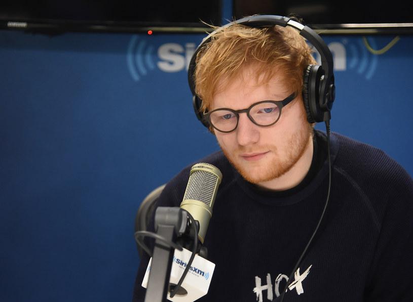 """6 stycznia Ed Sheeran opublikował dwie nowe piosenki  - """"Shape Of You"""" i """"Castle On The Hill"""". Zapowiedzi trzeciego albumu Brytyjczyka biją kolejne rekordy."""