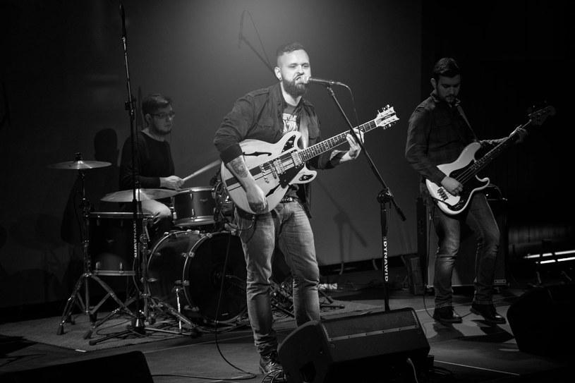 Kerosene Blood to nowy zespół trójki szczecińskich muzyków, związanych wcześniej m.in. z formacjami Dead On Time i Overdose.
