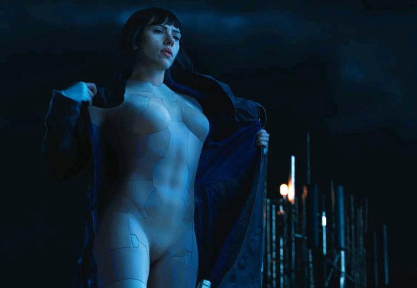"""Pojawiła się kolejna zapowiedź filmu """"Ghost in the Shell"""" z główną rolą Scarlett Johansson. Na dłuższy trailer fani amerykańskiej aktorki muszą poczekać do niedzielnego Super Bowl."""