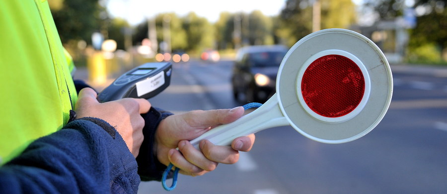 Są nowe wytyczne Ministerstwa Spraw Wewnętrznych i Administracji dla policyjnej drogówki. Jak dowiedział się reporter RMF FM Krzysztof Zasada, w tym roku poprawa bezpieczeństwa na drogach ma być dla policjantów priorytetem, a wszystko przez statystyki: w zeszłym roku pierwszy raz od 5 lat wzrosła liczba wypadków drogowych, ofiar i rannych.