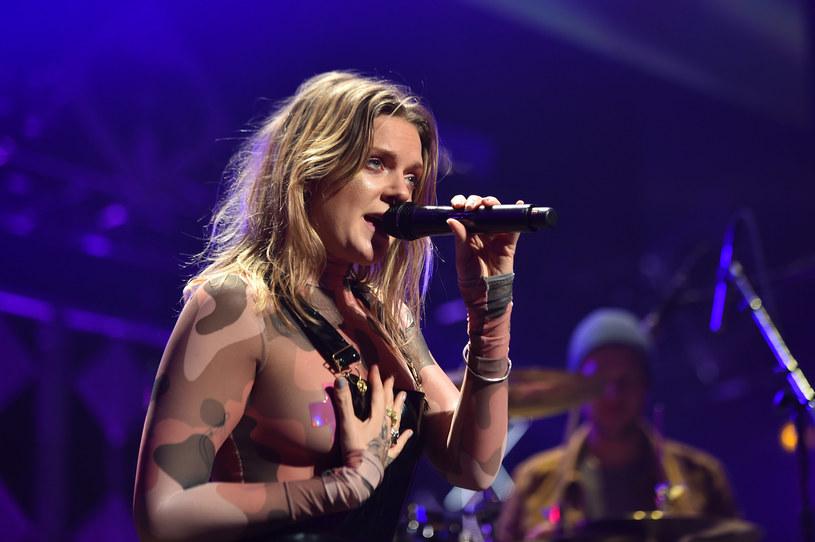 """Szwedzka wokalistka w rozmowie z """"Time Out New York"""" przyznała, że nie wstydzi się pokazywać publicznie swoich piersi. Na okładce magazynu również pojawiła się rozebrana."""