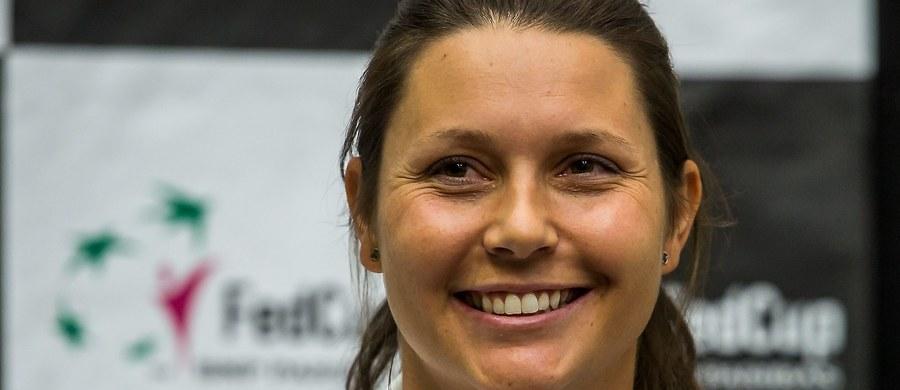 """Nasze tenisistki: Magda Linette, Katarzyna Piter, Paula Kania i Magdalena Fręch lecą dziś do Tallina. Tam będą przygotowywać się do startującego w środę turnieju Fed Cup Grupy I strefy Euro-Afrykańskiej. Polki w grupie A powalczą z Gruzją i Austrią. """"Dziewczyny będą miały okazje by pokazać, żer należą do czołówki. Ten turniej to dla nich szansa""""- mówi w rozmowie z Patrykiem Serwańskim kapitan naszej reprezentacji, Klaudia Jans-Ignacik."""