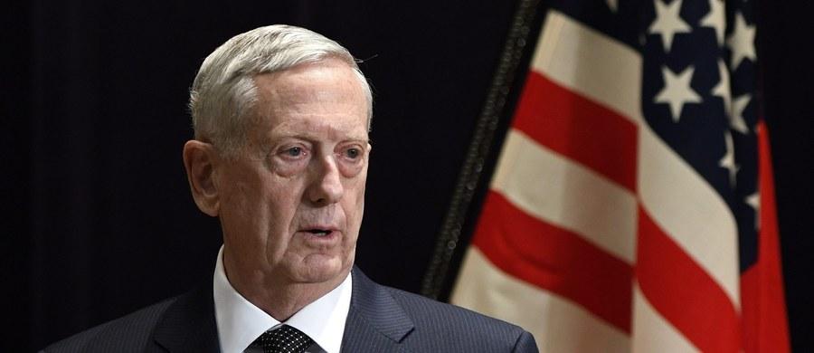 Sekretarz obrony Stanów Zjednoczonych James Mattis powiedział, że Iran jest największym na świecie sponsorem terroryzmu. Islamska republika została ostatnio objęta przez Stany Zjednoczone dodatkowymi sankcjami.