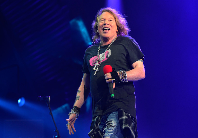Lider Guns N' Roses 6 lutego 2017 roku obchodzi swoje 55. urodziny. Mimo upływu lat Axl nie traci swojego scenicznego wigoru. Czasem ma go nawet za dużo, co dobrze obrazują materiały wideo poniżej.