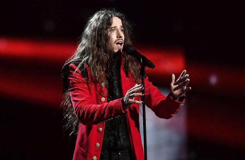 """Michał Szpak jednak wystąpi podczas krajowych preselekcji do Eurowizji. Wokalista gościnnie wykona dwa utwory """"Jesteś bohaterem"""" oraz  """"Color of Your Life""""."""