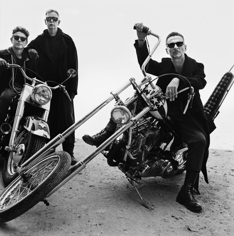 """Depeche Mode ujawnili teledysk do pierwszego singla z nowej płyty """"Spirit"""". Zobaczcie klip do """"Where's the Revolution""""!"""