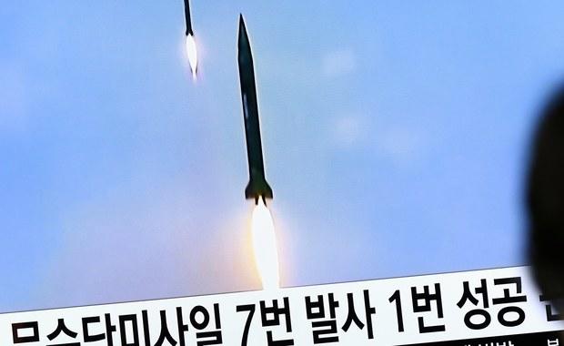 Korea Północna wystrzeliła w niedzielę rano, czasu lokalnego, pocisk balistyczny nieustalonego typu - poinformowała południowokoreańska agencja prasowa Yonhap powołując się na źródła wojskowe Korei Południowej. Rząd Japonii potwierdził dokonanie tej próby.