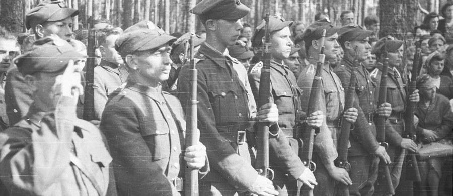 75 lat temu, 14 lutego 1942 r. Naczelny Wódz gen. Władysław Sikorski wydał rozkaz o przekształceniu Związku Walki Zbrojnej w Armię Krajową. Utworzona przed 70 laty AK jest uważana za największe i najlepiej zorganizowane podziemne wojsko działające w okupowanej Europie.