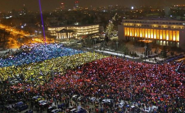 """""""Konserwatywny rząd PiS jest bardzo podobny do socjalistycznego rządu Rumunii. Wspólną cechą obu rządów jest presja wywierana na sądownictwo i zasady państwa prawa"""" - mówi RMF FM Cristian Dan Preda. """"Mam nadzieję, że nasze demokracje są wystarczająco silne, by wytrzymać tę próbę"""" - dodaje rumuński europoseł, mówiąc o masowych demonstracjach trwających w jego kraju."""