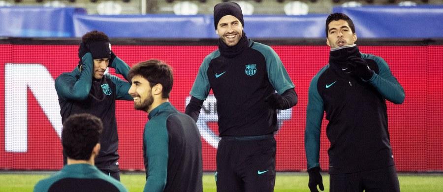 Ponad dwa miesiące czekali kibice, aż swoje rozgrywki wznowi piłkarska Liga Mistrzów. Oczekiwanie się opłaciło - wieczorem Paris Saint-Germain podejmie FC Barcelonę, a Benfica Lizbona Borussię Dortmund.