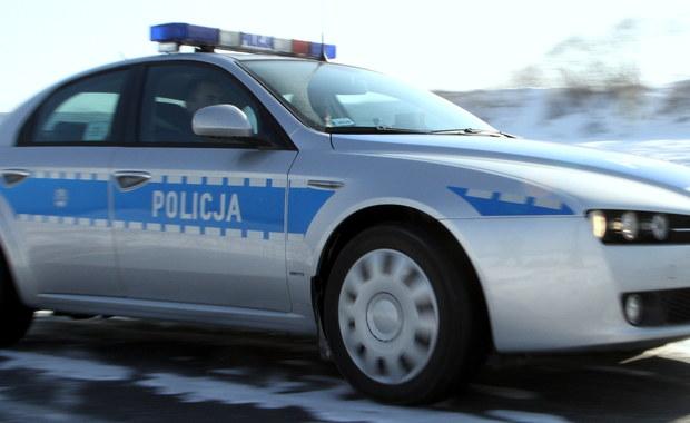 """Nietypowy, ale zakończony pomyślnie pilotaż wykonali w Poznaniu policjanci z Trzemeszna - poproszeni na skrzyżowaniu o pomoc, pilotowali do szpitala auto z rodzącą kobietą. W szpitalu na świat przyszła dziewczynka. """"Dumny tata jest bardzo wdzięczny policjantom za pomoc"""" - powiedziała rzeczniczka policji w Gnieźnie asp. sztab. Anna Osińska."""